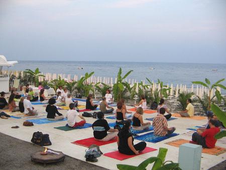 11 luglio 2006 – Yoga sulla spiaggia