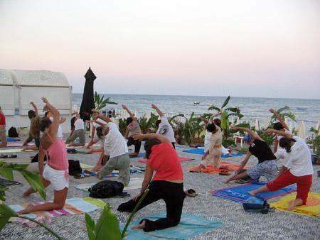 30 Giugno 2007 – 30 Luglio 2007 – Yoga sulla spiaggia